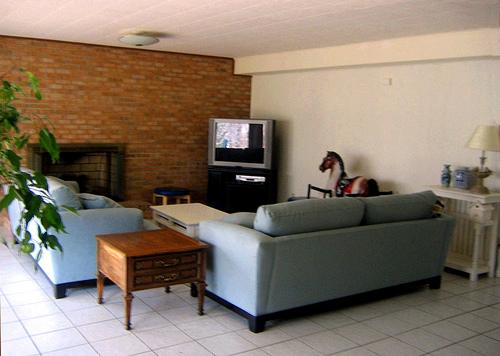 canap bleu marine urgent conseils couleur peinture et deco. Black Bedroom Furniture Sets. Home Design Ideas