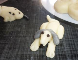 Blog de valsixt : Les gourmandises de Val, Chiens en pâte d'amande.