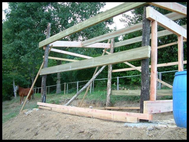 construction d 39 un abri pour chevaux. Black Bedroom Furniture Sets. Home Design Ideas