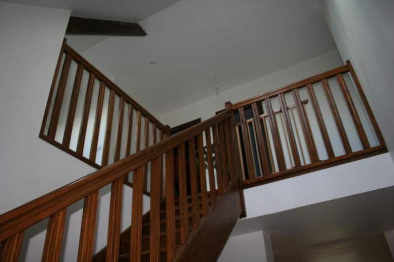quelle couleur pour une cage d escalier sombre. Black Bedroom Furniture Sets. Home Design Ideas