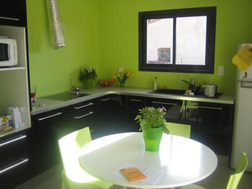 cuisine ouverte sur salon et sejour couleur des murs. Black Bedroom Furniture Sets. Home Design Ideas