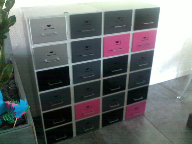 Un meuble de couleur pour tout ranger for Meuble pour ranger papier